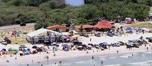Con bailoterapia incluída turistas disfrutan de las playas mirandinas (FOTOS)