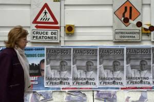 Argentina está empapelada con afiches del Papa