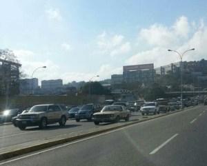 Fuerte cola hacia La Guaira (FOTOS)