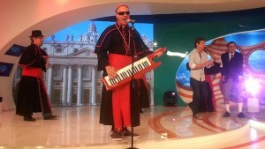 "Furor en internet con la ""Cumbia Papal"" (VIDEO)"