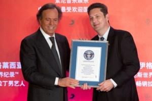 Julio Iglesias recibió trofeo Guinness (Fotos)