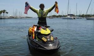 Aventurero español inicia última etapa en moto acuática de Miami a La Habana