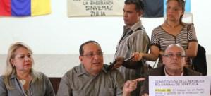 Destituidos más de 400 docentes por política
