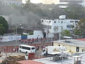 Inaceptable: Así destrozan la sede de AD en Monagas (impactante video)