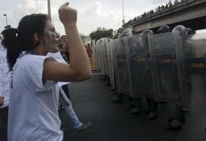 UE lamenta muertes en Venezuela y pide rechazar la violencia