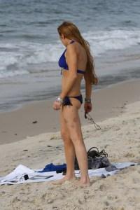 Lindsay Lohan muestra lo que le queda en bikini… no mucho (morados)