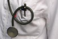 Denuncia a médico que le realizó tacto de próstata por tener los dedos muy gordos