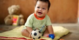 El bebé sentado o boca abajo, aprende mejor