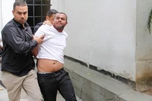 En fotos: A Yendri lo llevan como a un delincuente