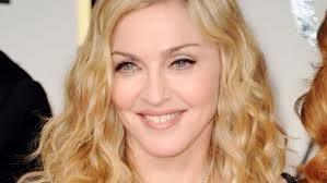 Madonna manda a remate una pintura para financiar educación de niñas