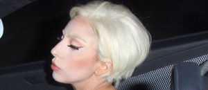 Lady Gaga también siguió la tendencia de Miley Cyrus con su cabello (Foto)
