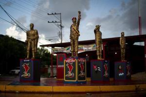 Aparece otra estatua de Chávez (Fotos)