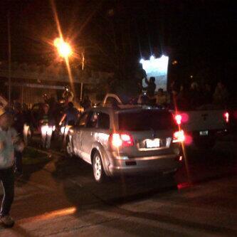 Tibisay Lucena se fue de vacaciones y la reciben con cacerolas (Foto)