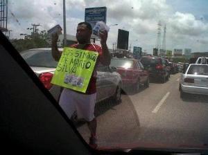 """Los """"51 minutos de Mario Silva"""" se venden en la autopista (Foto)"""
