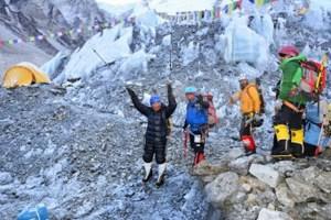 Este japonés de 80 años inicia escalada del Everest (FOTOS)