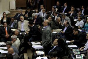 """Opositores piden investigar audio de Mario Silva, oficialistas se niegan por considerarlo """"un chisme"""""""