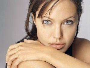 El retrato topless de Angelina Jolie después de la mastectomía
