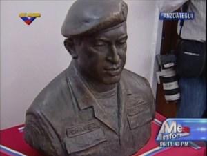 Este es el busto de Chávez que develó Maduro en Anzoátegui