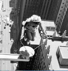 Saltar la cuerda nunca había parecido tan peligroso… (Foto + Qué miedo)