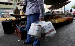 """Justifican falta de papel higiénico en que """"venezolanos están comiendo más"""""""