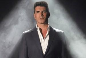 Le lanzan huevos a Simon Cowell durante final de 'Britain's Got Talent' (video)