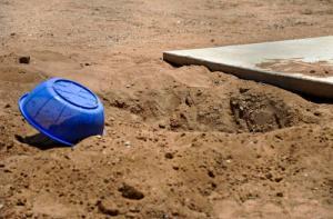 Enterró al marido en el patio porque no tenía plata para el funeral