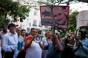 """Pena ajena dan estos compatriotas a favor de """"El Chacal"""" (asesino es asesino + FOTOS)"""