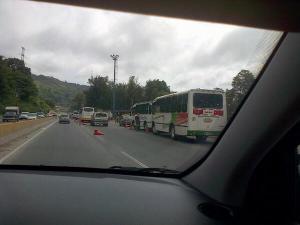 Autobuses que van a la marcha universitaria son detenidos por la GNB (Foto)