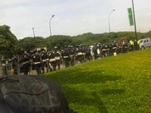Así custodia la PNB a la marcha opositora en Plaza Venezuela (Fotos)