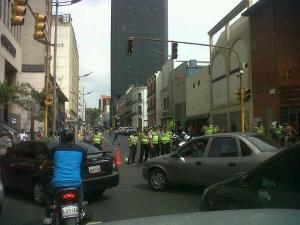 Cierran el paso en la avenida Universidad (Foto)