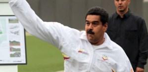 Maduro practica deportes con guayabera y chaleco (Fotos)