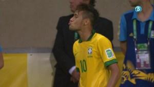 El besito de Neymar a un uruguayo (FOTO)