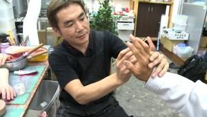 Dedos falsos para ex mafiosos (Video)
