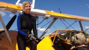 Acróbata y piloto fallecen en horroroso accidente aéreo (Foto + Video)