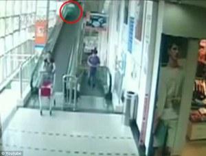 Murió atropellada por un carrito del supermercado (Video)