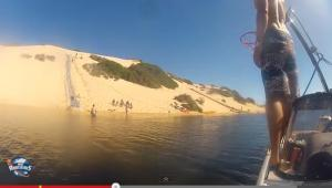 Impresionante lanzamiento de básquetbol tras descender en tabla de bodyboard (Video + imposible)
