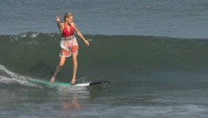 En tacones corren las olas estas surfistas (Foto + Video)