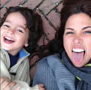 Daniela Kosán disfrutando con su hijo (Foto + Qué cuchi)