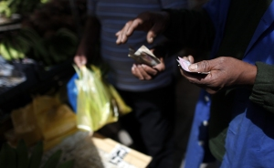 Inflación récord en mayo complica escenario para Maduro