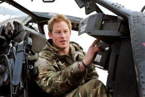 Príncipe Enrique puede comandar helicóptero Apache
