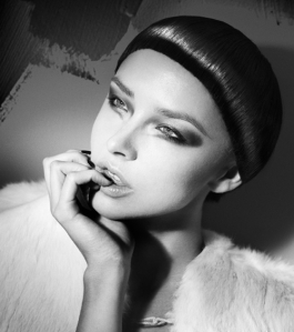 Hermosas modelos nudistas que no conocías: Ella Darling