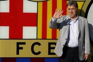 """""""Tata"""" Martino posó con el escudo del Barcelona (Fotos)"""