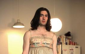 Hombres se visten como sus novias y no lucen (Fotos)