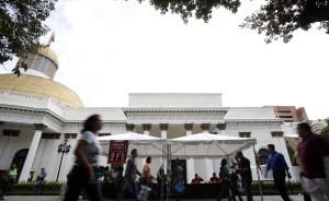 Créditos y golpizas protagonizaron labor del Parlamento
