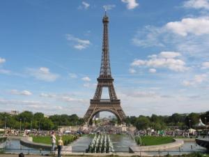 Subastarán un fragmento de la Torre Eiffel