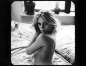 El desnudo de la rubia hot del video Blurred Lines