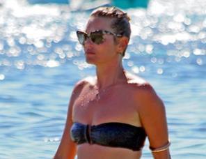 La modelo Kate Moss muestra un cuerpo poco tonificado (Foto)