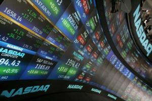 El Dow Jones baja y el Nasdaq anota nuevo récord