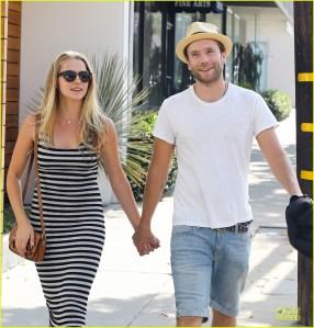 Mark Webber y Teresa Palmer esperan su primer hijo