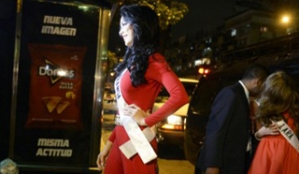 Misses desfilaron por calles de Caracas (Fotos)